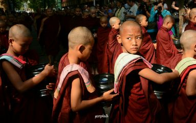 lookback buddist photography emotions mynamarcountry
