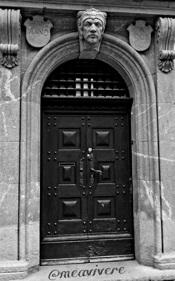 Just a door;) good night #blackandwhite #architecture #gate #dpcdoors #door #urban #bnw_captures #capture #travel #germany #bnw#bnwphotography #photography #stone