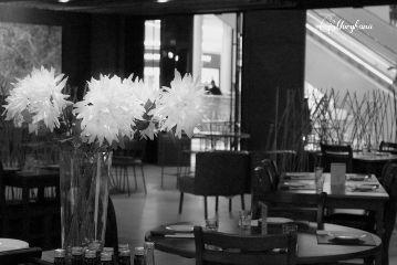 dinner restaurant sitdownforasec flower ambient