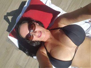 freetoedit sexy brunette curvy holiday