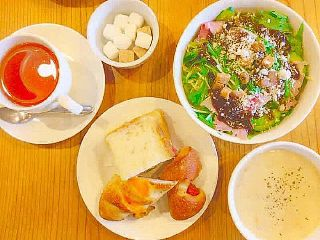 lunch soup salad tea bread freetoedit