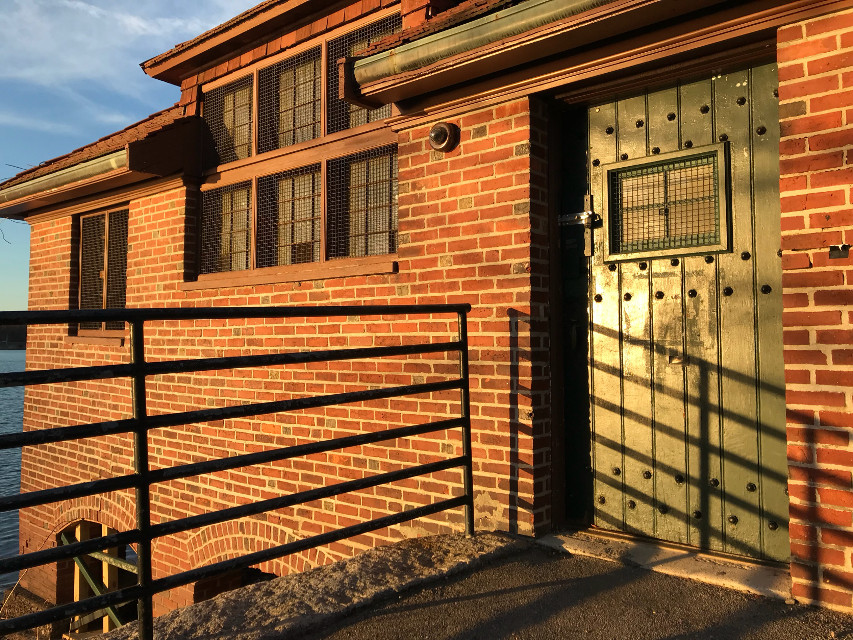 #freetoedit #goldenhour #oldbuilding #bricks #architecture #door #windowsanddoors