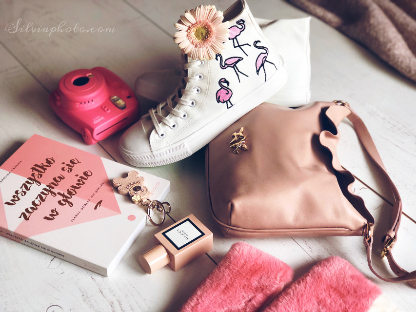 #springcolors #blooming #pink #flamongostyle #fashion #pinkoutfit #bags #flower #powdrecolors #sneakers #bigstar #books #ilovepink #instax #photography #pinko