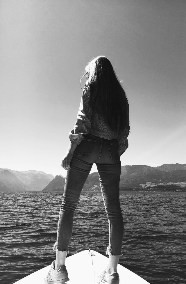 old summer love 🌞 can you feel the sun? /// instagram: evagrossmaier olddays #summer #2017 #sun #austria #photography #boat #lake #water #bw #girl #woman #standing #longhair #memories #gooddays #summerlove #sky #mountains #freetoedit #pcthrowbackthursday #throwbackthursday