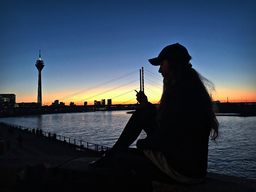 Home is where your heart is🖤 #freetoedit #duesseldorf #nrw #citylife #rhein #model #germany #viewpoint #deutschland #cologne #love