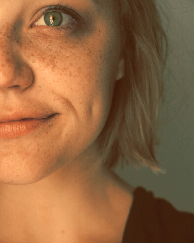 #green #bob #halfface #freckles #dimple #warm #canon #freetoedit