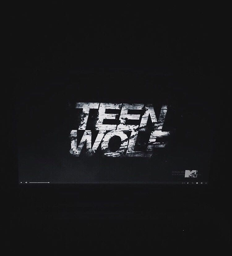 It was sad seeing Teen Wolf end last year cause I was watching it since 8th grade (I'm almost done with junior year now) what shows do you guys like to watch? Recommend me some to watch this summer!   📱Instagram username: salmaadelxx📱  #aesthetics #tumblr #phonephotography #cleanaesthetics #simpleaesthetics #themes #feed #tumblraesthetics #theme #remixit #halloween #halloweenvibes #blacktheme #lights #teenwolf #dylanobrien #stilesstilinski #lydiamarten #stydia #teenwolfshow #mtv #laptop #freetoedit