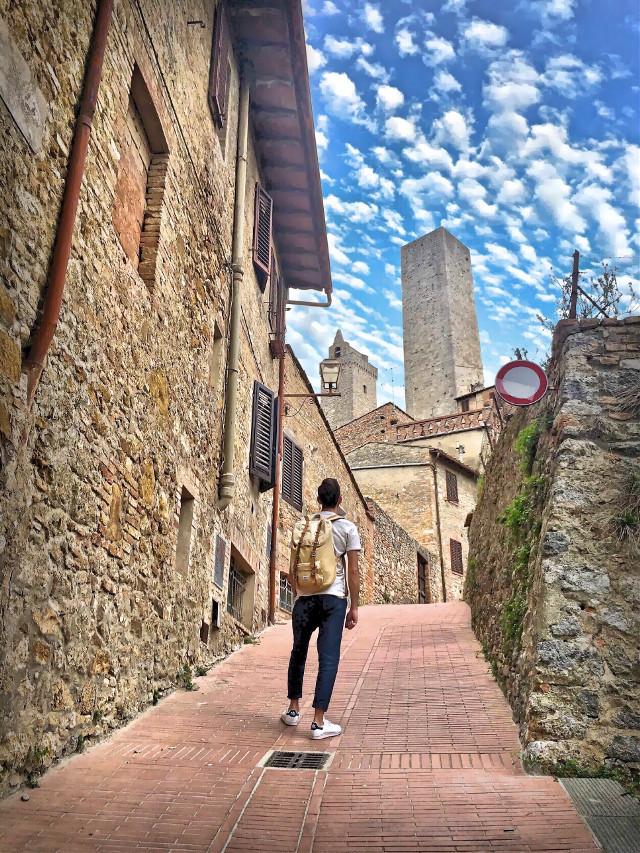 Discovering Tuscany 🗺 #italia #italy #toscana #toscanatour #tuscany #sangimignano #city #italiancity #architecture #architecturephotography #architecture_view #hdr #hdrphotography  #igerstoscana #thediscoverer #tower #travel #travelphotography #valdorcia