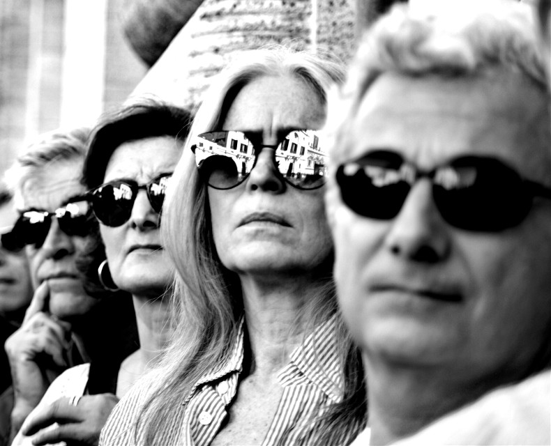 In a row# streetphoto#streetphotography#people#peoplephoto#peoplephotography#bnw#blackandwhite#blackandwhitephoto#blackandwhitephotography#biancoenero#streetphoto#streetphotography #freetoedit#sunglasses#reflection
