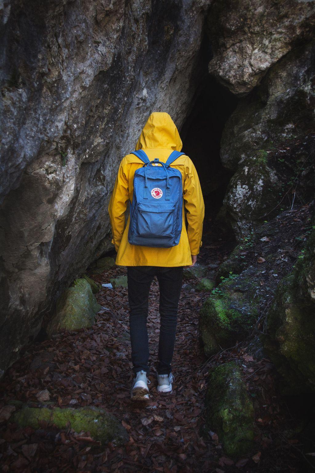 Yellow pt.3 #steiermark #österreich #austria #styria #blog #travelblog #travler #photographer #discoveraustria #loves_austria #visitaustria #ig_austria #simplyaustria #topaustriaphoto #weloveaustria #travel_wonder #visitsteiermark #streetwear #fashion #derbe #yellowraincoat #yellow #derbehamburg