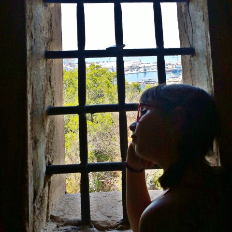 #malaga,#andalucia,#ventana,#window,#contrast,#pclines,#pcblackhair,#pccozycorner,#pcsecretspotsinmycity,#pcindoor,#pcinsideabuilding,#pcviewfrommywindow,#pcvacationselfie,#pcsomeoneinawindow,#someoneinawindow,#myphoto