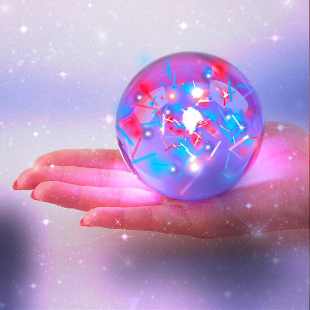 Good evening friends☺❤ Hope u all had a great day!  Its been moree hectic n stressful!! I missed the challenge but felt like sharing that we all need energy and art n friends! Thanks for the FTE 💙💜  Thankyou @pa for the love☺  #hand #energyball #friends #love #sparkle #freetoedit