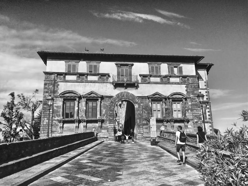 🔲 #italia #italy #toscana #toscanatour #tuscany #collevaldelsa #city #italiancity #architecture #architecturephotography #architecture_view #hdr #hdrphoto #ig_italia #igersitalia #igerstoscana #thediscoverer #blackandwhite #blackandwhitephotography #ig_tuscany #valdorcia