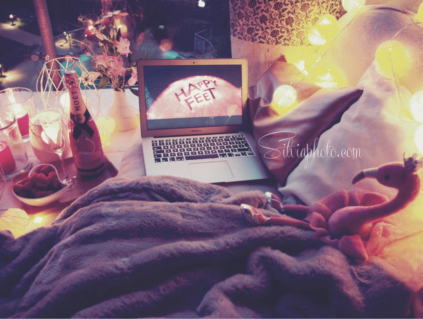 #weekend #chill #evening #movie #candles #cute #cosy #photographerlife #sweet #moetetchandon #relax #fridaymood