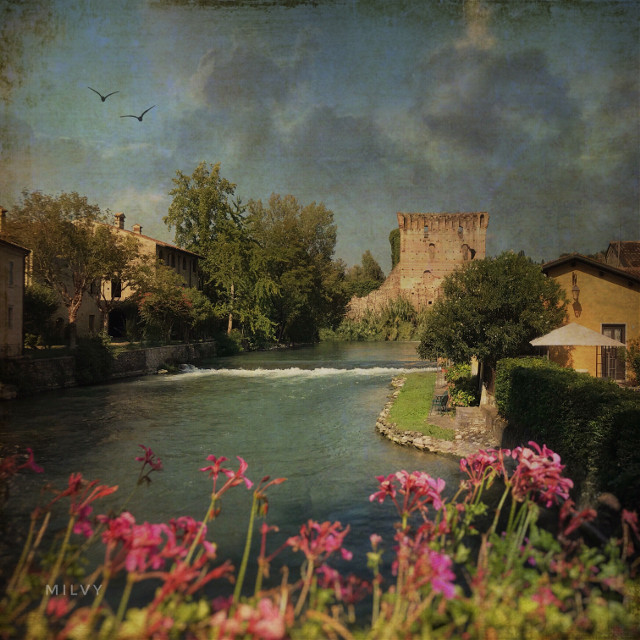 #BorghettosulMincio #italia #italy #shotoniphone #createdoniphone #myphoto #myedit #italiansummer #textures #italianview #village #river