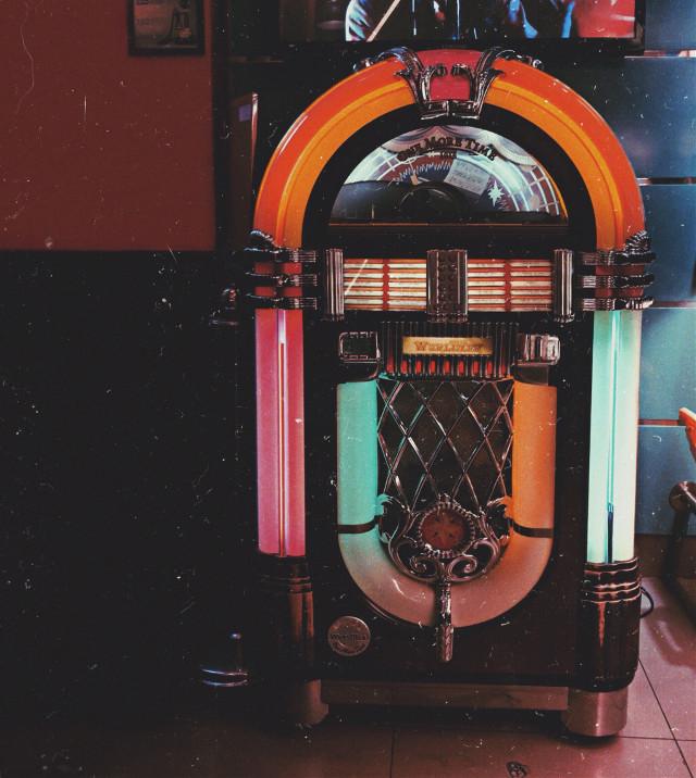 Jukebox _________ #jukebox #neon #neonlights #vintage #beirut