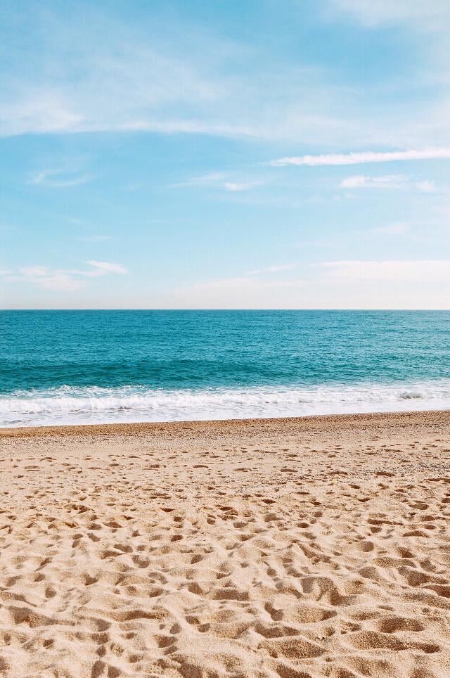 Wish you all a great Sunday ☀️  #freetoedit  #nature #beautifulweather #beachscenery #sunnyday #calmwaves #beachsand #horizon #blueskyandclouds #beachphotography