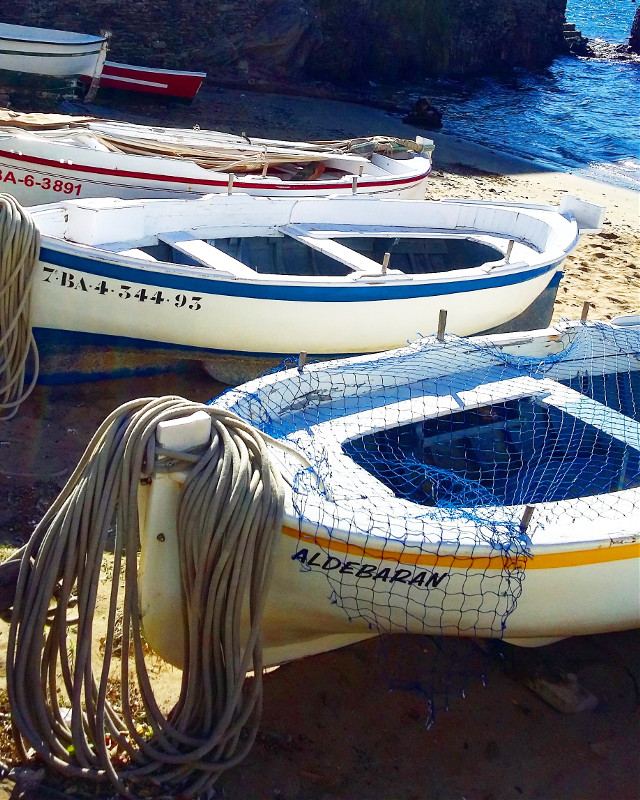 I really loved that magic place ♥️ #cadaqués #cadaques #boat #boats #boatsinwater #boatphotography #freetoedit #beachlife #beach