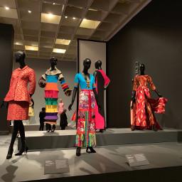 fabulousfashon exhibition color light line