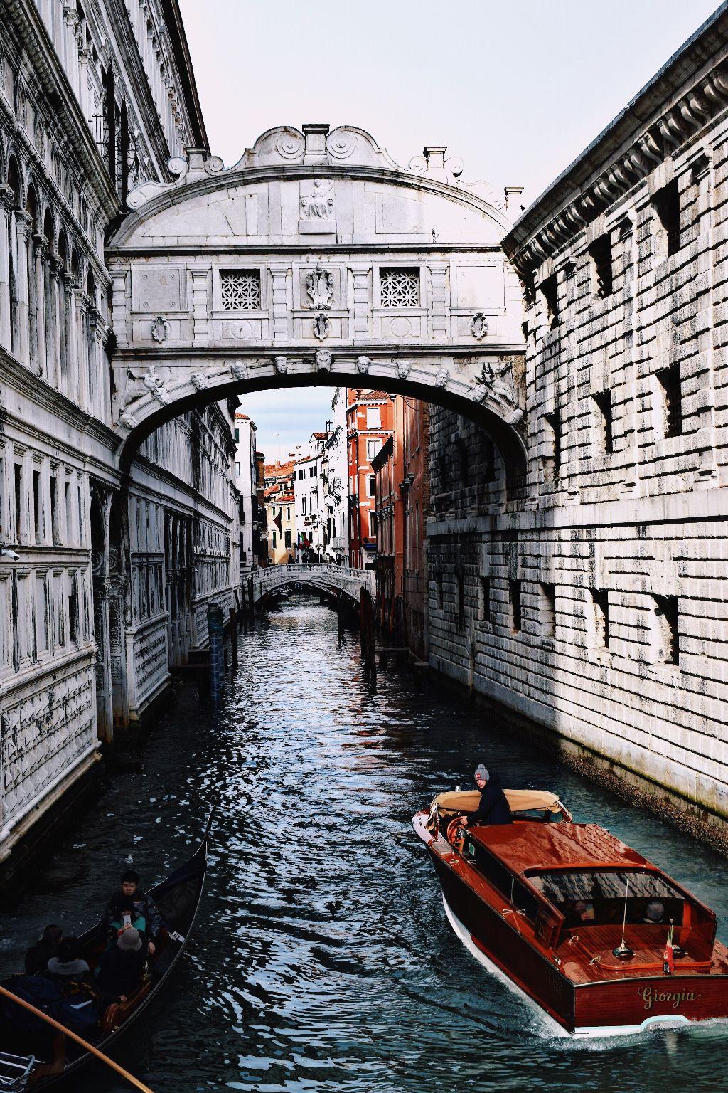 Ponte dei sospiri #freetoedit #interesting #italy #travel #photography #sea #architecture #pccitywalk #pcamazingarches