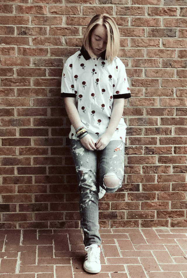 🍑roses and scars all upon your arms🍑            yeet so i lied my hair actually isnt ginger it just looked like it   but yee i like it   took some aesthetic photos uwu   obvi         #freetoedit#aesthetic#aestheticallypleasing#brick#brickaesthetic#roses#jeans#rippedjeans#tomboy#hair#blondehair#cool#lilsophie#lilhappylilsad#cute#pretty