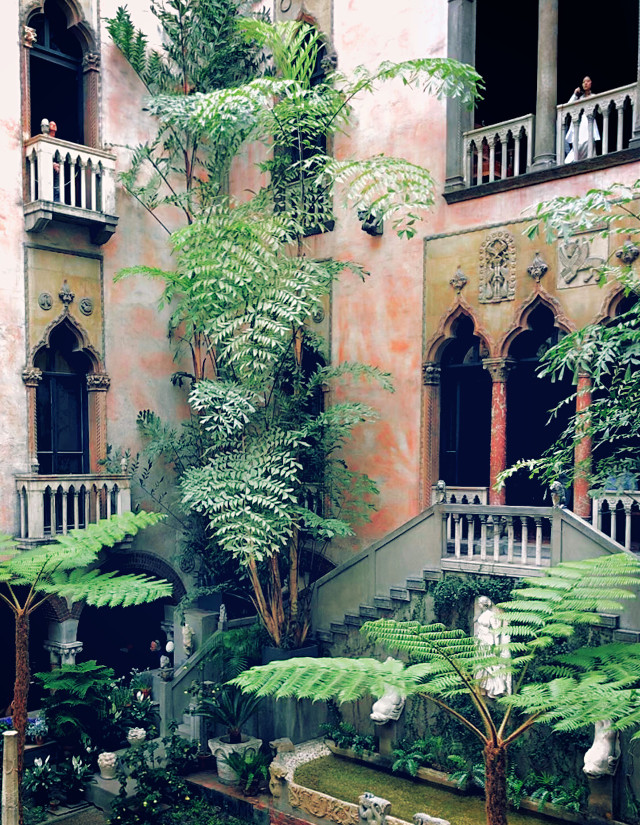 Like a tropical palace in the middle of the city. #garden #museum  #architecture #boston #freetoedit  #pcwindow