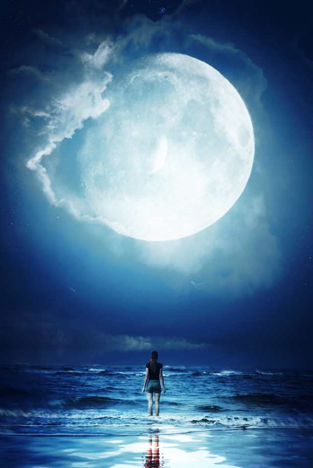 Be at peace with yourself... #ocean  #solo #mindful #peace #sea  #sky  #moon  #ocean #endless  I remember going to the beach every night aftwr work...some beer and music... those were the most peaceful times ive had in my life...i gave myself the name breezy it was 2003 #freetoedit