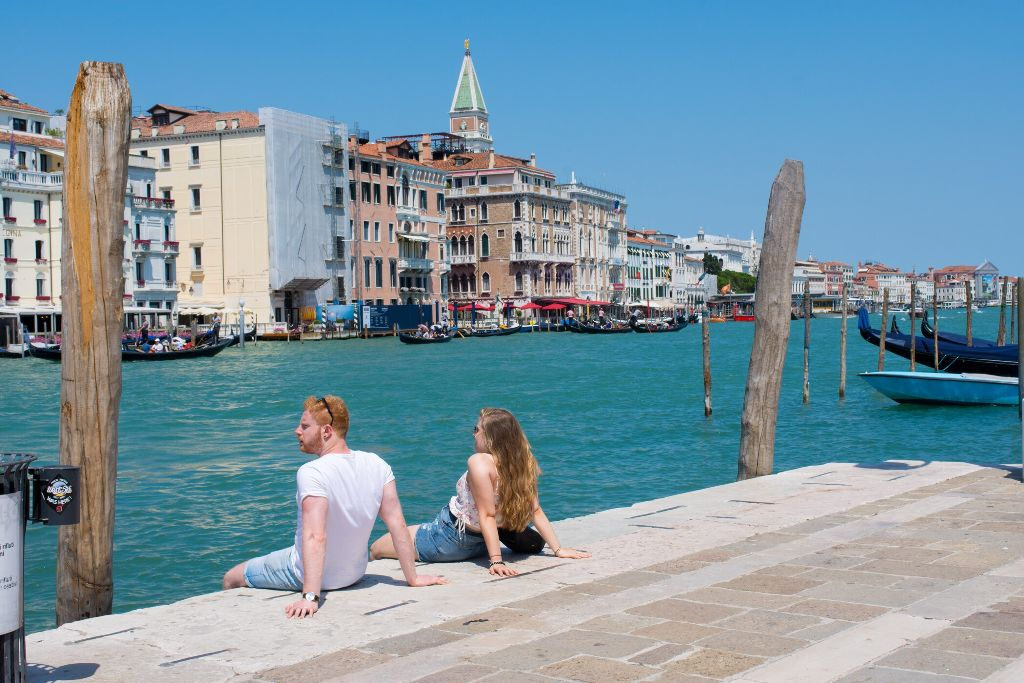 Some relaxing time. #venice #freetoedit