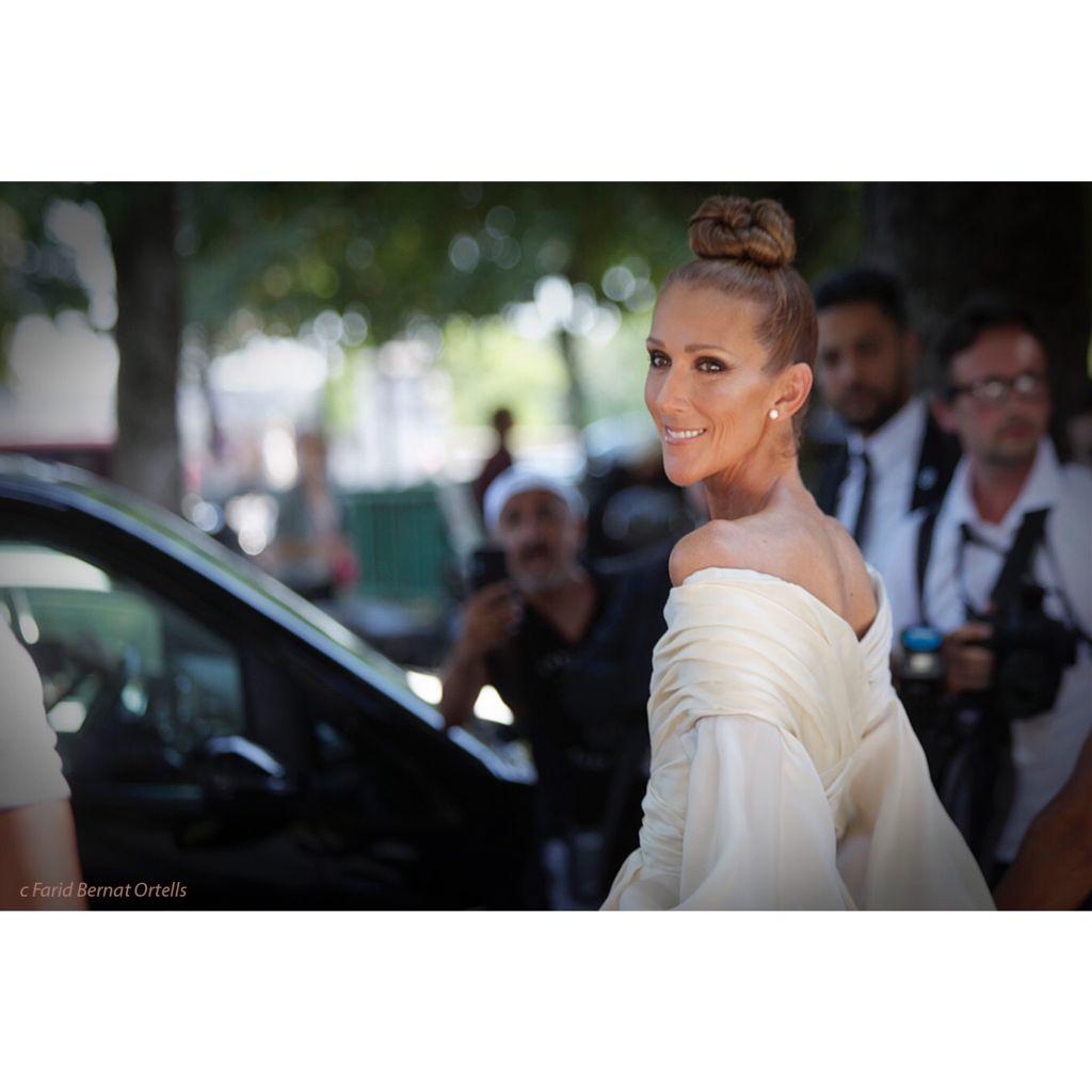 "The ""Divas"" Mrs Celine Dion , after Alexandre Vaulthier couture show , #pfw  #celinedion #grandpalais #alexandre aulthier #hautecouture #fw19 #streetstyle #streetsnap #inthemoment #streetsnap #faridbernatortells #allrightsreserved @faridbernatortells"