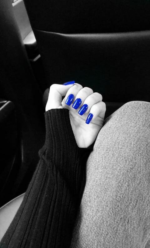 #blackandwhite #blue #colorsplash #nails