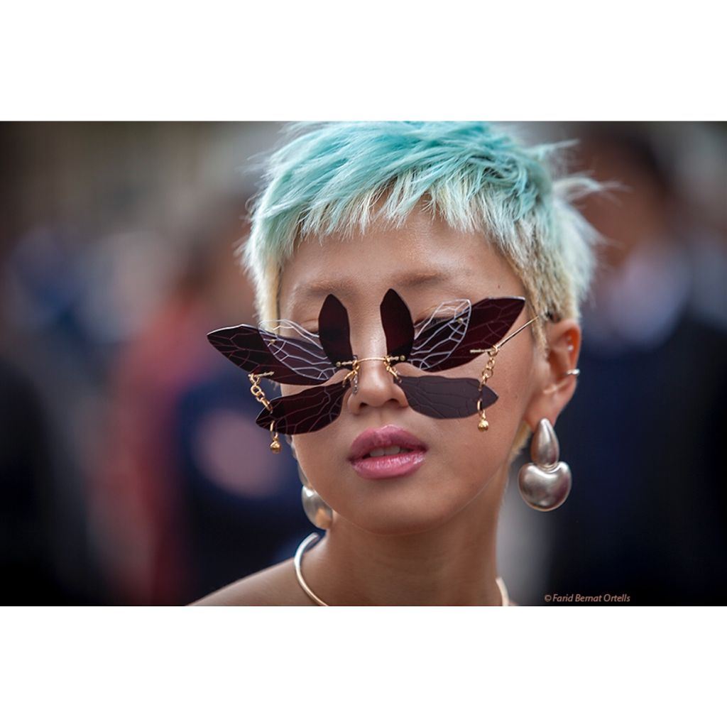 « Butterfly » in the eyes of this millenial fashionista attending to Rick Owen's  show at @palaisdetokyo , #interesting #people #pfw #style #fashion #millenials #butterfly #sunnies #streetsnst #streetphotography #streetstyle #rickowens #palaisdetokyo #allrightsreserved #faridbernatortells