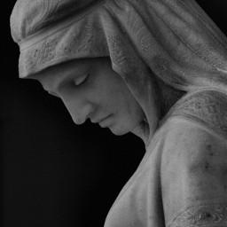 blackandwhite statue