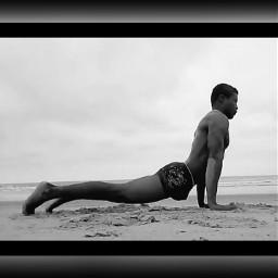 yoga enlaplaya thomas blancoynegro