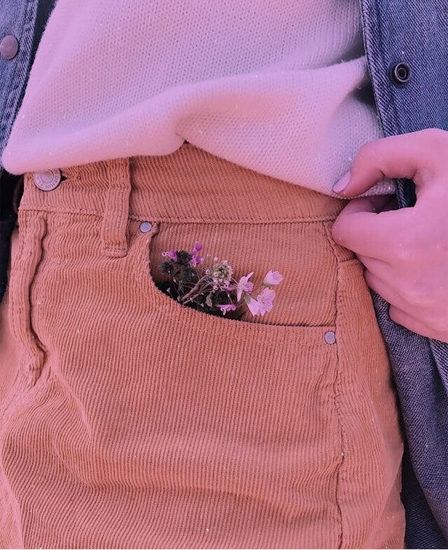 Keepsakes 🗝  #wallpapers #wallpaper #flowers #pocket #aesthetic #nature #arthoe #plantmom