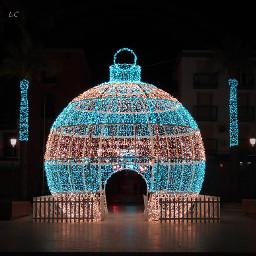 christmas lights december winter city street fountain christmastree