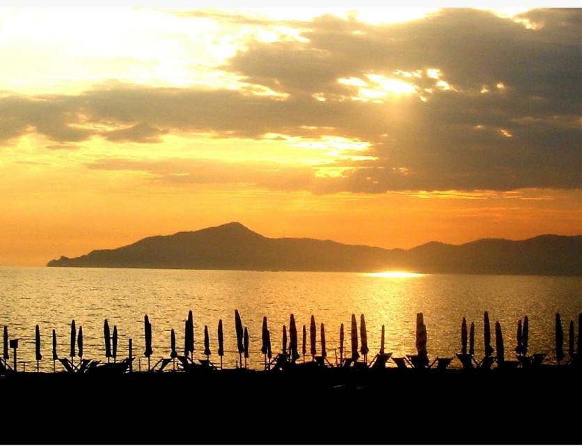 #landscape #sunset #sea #myphotography #tramonto su Portofino visto da Sestri levante #liguria#italia #ricordi di un'estate
