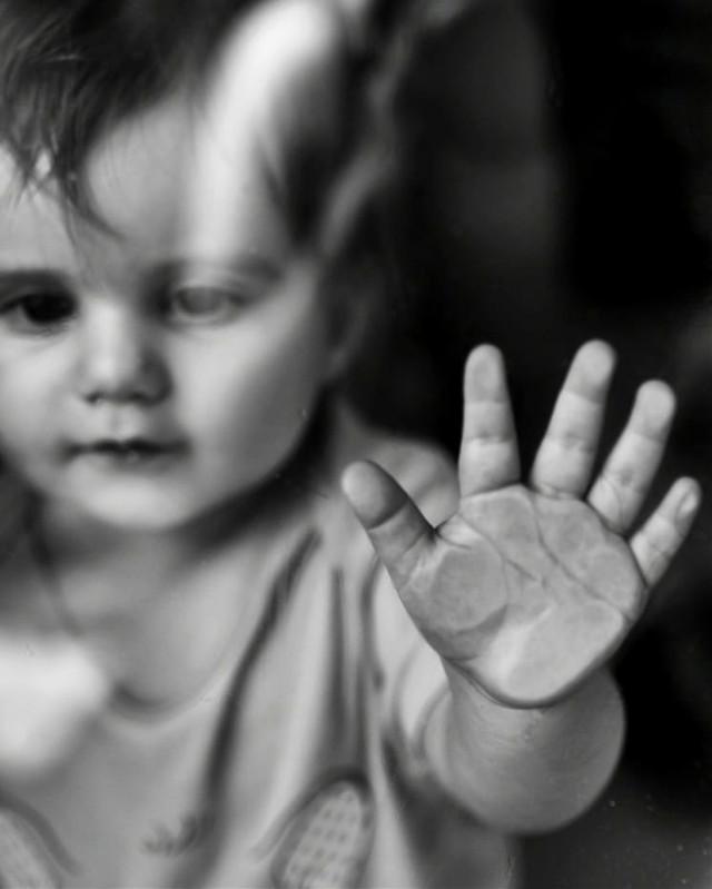 #baby #babyhand #lovelybaby #babygirl #bw #bnw #blackandwhite #photography #bnwphotography #bwphotography #babyphotography #babys #babylove #oneyearoldbaby