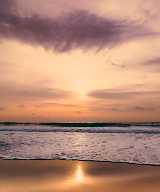 #thesunissetting on the #horizon #nature #atthebeach #beautifulscenery #oceanwaves #calmwaves #spreading on the #beachsand #sunsetcolors #goldenhour #goldenlight #reflectioninwater #naturesbeauty #horizon #skywithclouds  #beautifulworld #appreciatenaturearoundyou #enjoyingnaturesbeautyadayatatime #beachphotography