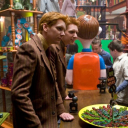 harrypotter fred george weasleyfamily twins weasleytwins joke shop pranksters