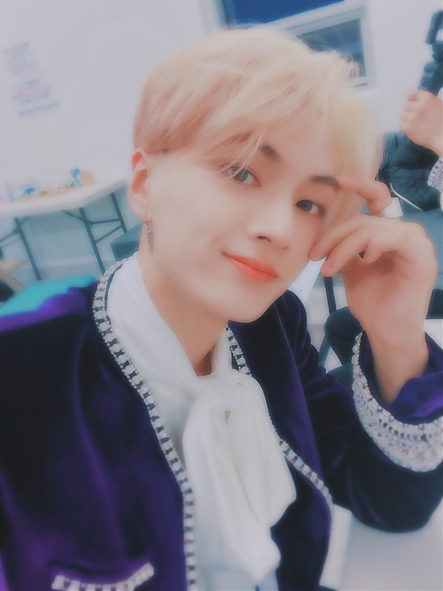 just wanted to say happy birthday to jay🥳🎉💖 he's just an amazing person and if you disagree we can fight😊🖕🏾 okie bye now #happyjayday