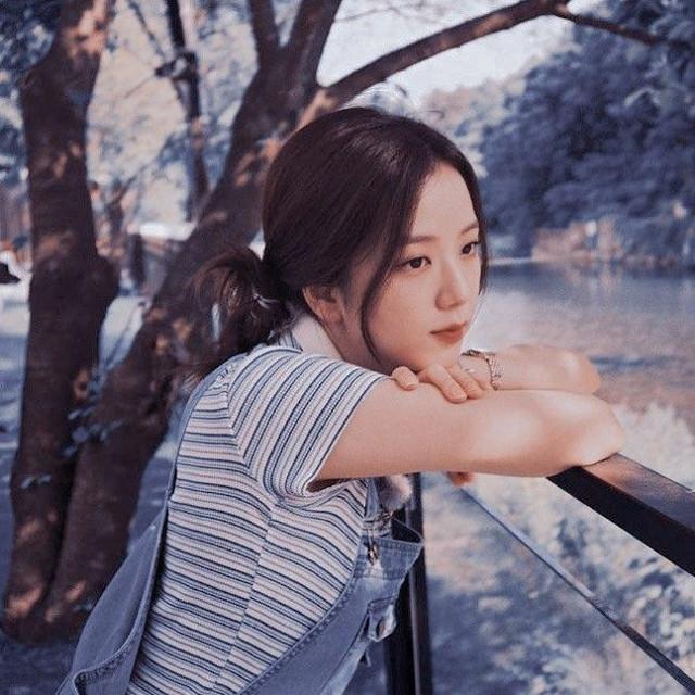 """#kimjisoo  Idol :Kim jisoo Group/grupo: BLACKPINK◼️🌸 BLACKPINK bias:rose & jisoo Color:azul💙 [Que por cierto este color para ese mucho en las fotos """"aesthetic"""" y por eso lo veremos muy seguido] Please follow↓↓↓ ~@ja_655  ~@aesthetic-blackpink  ~@siyeon-sana  ~@rose_are_rose__  ~@rose_are_rose____  ~@rose_is_my_bias  ~@lcverosie  ~@kiimbellita  ~@-insxmnia-  ~@jeon_somii  ~@jessica_huyna  ★∅★∅★∅★∅★"""
