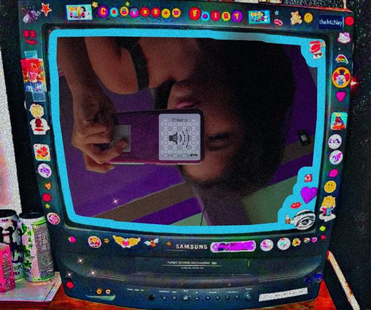 #aesthetic #selfieenelespejo #beautygirl #edit #shine #folow #vhs #vhsedit #contemporaryart #purple #violet #morado