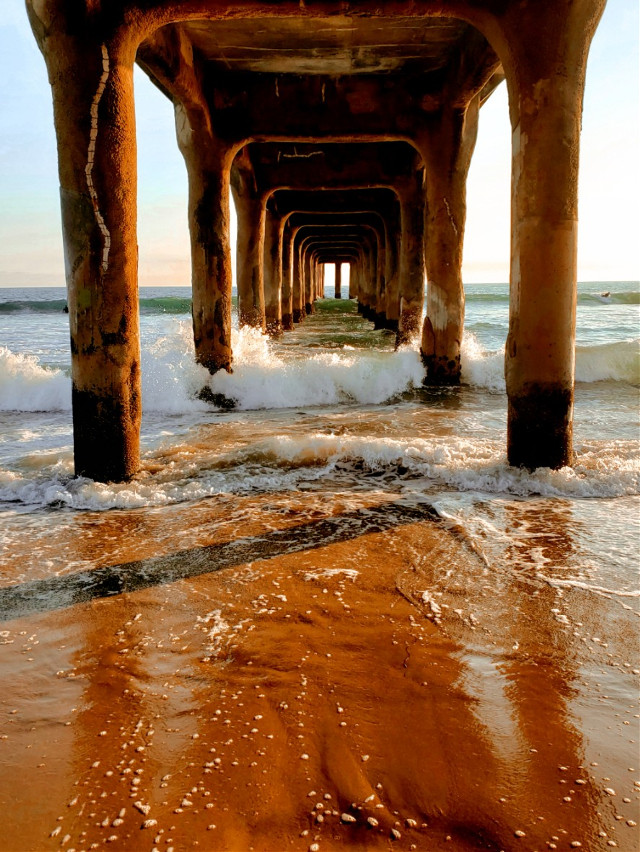We are celebrating 1 year of the Picsart MASTER'S  Program (June 30th, 2020 -June 30th 2021)🎊🎉🎊🎉🎊🎉🎊🎉🎊🎉🎊🎉Under the pier......#manhattanbeach #waves #ocean #pier #manhattanbeach #beachday #pacificocean #california #beachlife #summer #goldenhour #view #travel #places #destination #beach #funinthesun